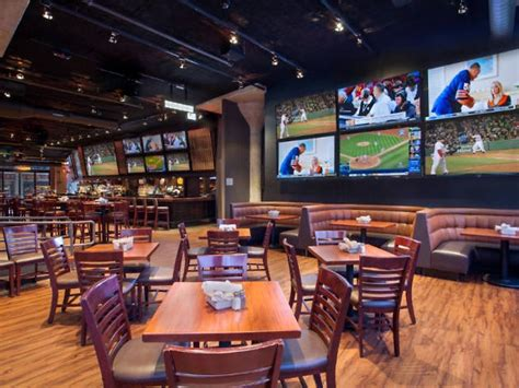 Best Sports Bars in Boston 2020: 13 Spots with Big Screens