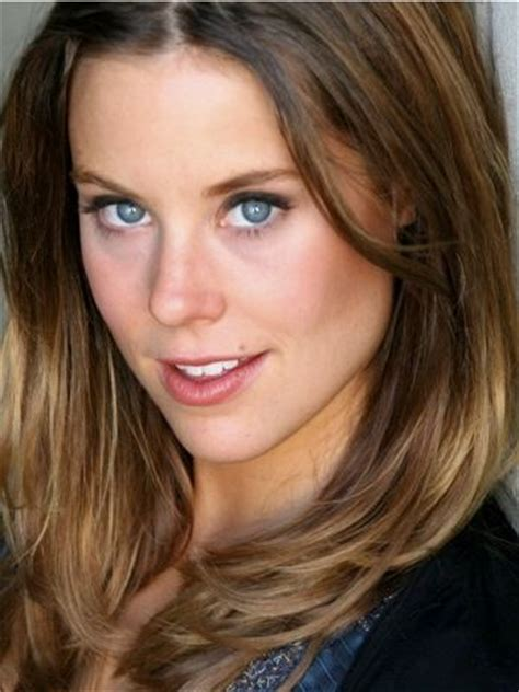 Ashley Williams Bra Size, Age, Weight, Height